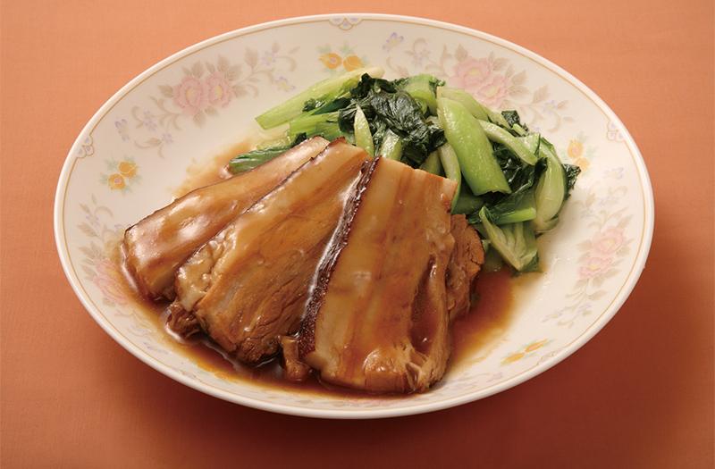 豚バラ肉の醤油煮込み 青菜添え